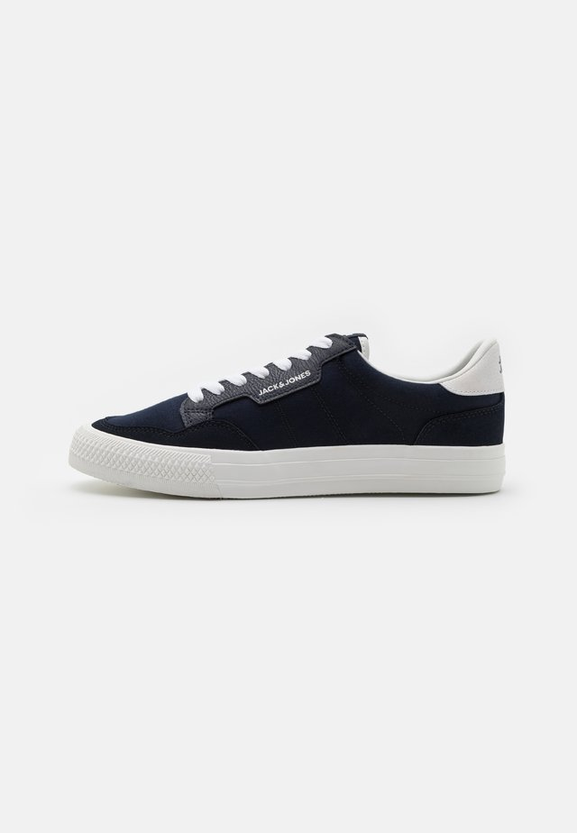 JFWMORDEN - Sneakersy niskie - navy blazer