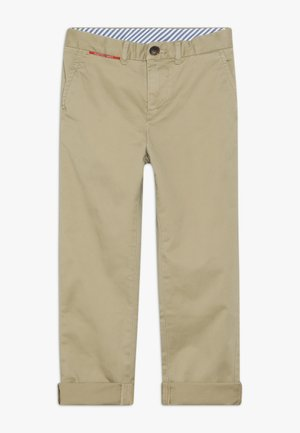 WIDER FIT CHINO IN PEACHED QUALITY - Chino kalhoty - sand