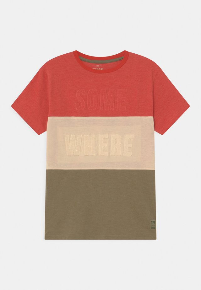 FABIANO - Print T-shirt - red