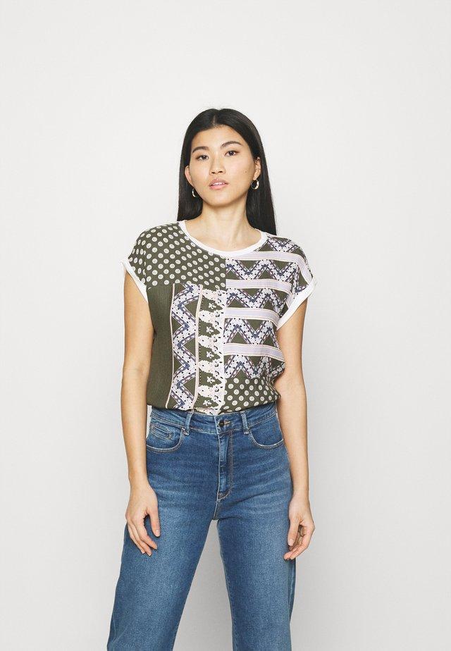 KURZARM - T-shirt med print - khaki