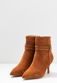 Shoe The Bear - BERGIT - Classic ankle boots - tan - 4
