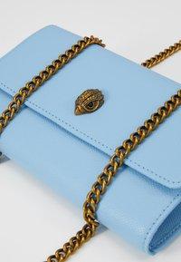 Kurt Geiger London - KENSINGTON CHAIN WALLET - Peněženka - blue - 2