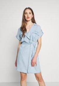 Noisy May - NMVERA ENDI DRESS - Shirt dress - light blue denim - 0