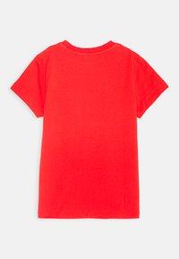 MOSCHINO - Print T-shirt - poppy red - 1