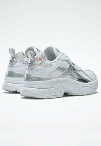 Reebok - AXT TRAINER CORE TRAINING - Zapatillas para caminar - white - 3