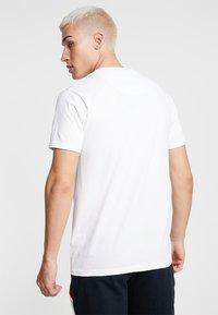 Brave Soul - CORAL - T-shirt imprimé - white - 2