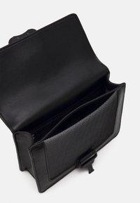 Tommy Jeans - ITEM CROSSOVER - Across body bag - black - 2