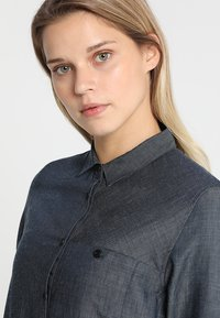 Houdini - OUT AND ABOUT SHIRT - Button-down blouse - blue illusion - 3