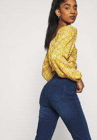 Hollister Co. - Blusa - yellow floral - 4