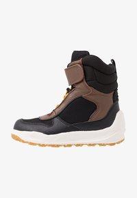 Woden - MALIK MIDCUT WATERPROOF - Stivali da neve  - brown/grey - 1