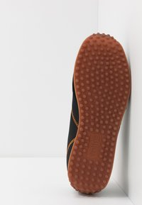 Versace Jeans Couture - Sneakersy niskie - black/orange - 4