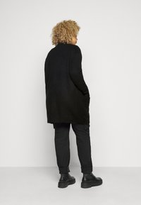 CAPSULE by Simply Be - COSY EDGE  - Cardigan - black - 2
