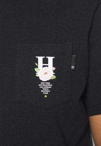 HUF - CENTRAL PARK POCKET TEE - T-shirt print - black - 5