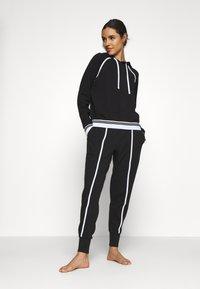 Calvin Klein Underwear - SOCK LOUNGE HOODIE - Pyjama top - black - 1