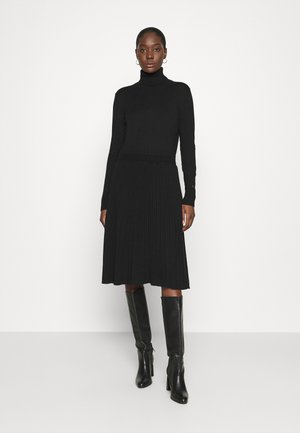 FLARE DRESS - Pletené šaty - black