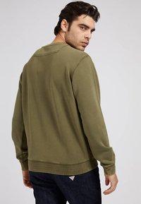 Guess - PATCH LOGO - Sweatshirt - grün - 2