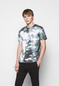 DRYKORN - SAMUEL - Print T-shirt - black - 0