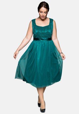 Cocktail dress / Party dress - emerald