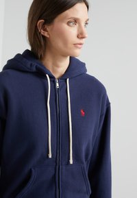 Polo Ralph Lauren - SEASONAL - Zip-up hoodie - cruise navy - 4