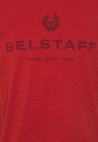 Belstaff - DISTRESSED - Print T-shirt - red ochre - 2