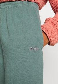 BDG Urban Outfitters - JOGGER PANT - Pantalon de survêtement - teal - 4