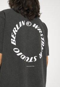 WRSTBHVR - CIRCLE VINTAGE UNISEX - Print T-shirt - vintage black - 5