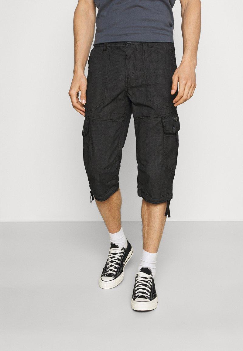 TOM TAILOR - MAX OVERKNEE - Shorts - black bean