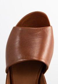 Everybody - Sandals - terra - 4