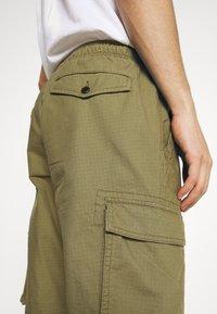 GAP - JOGGER - Reisitaskuhousut - green khaki - 3