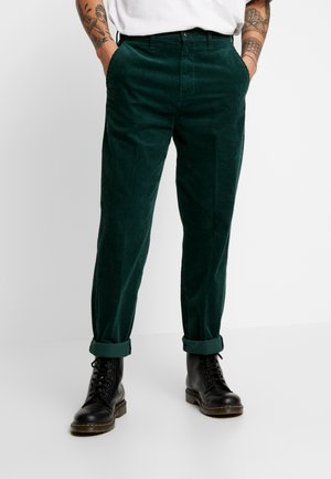 RELAXED CHINO - Stoffhose - pine grove