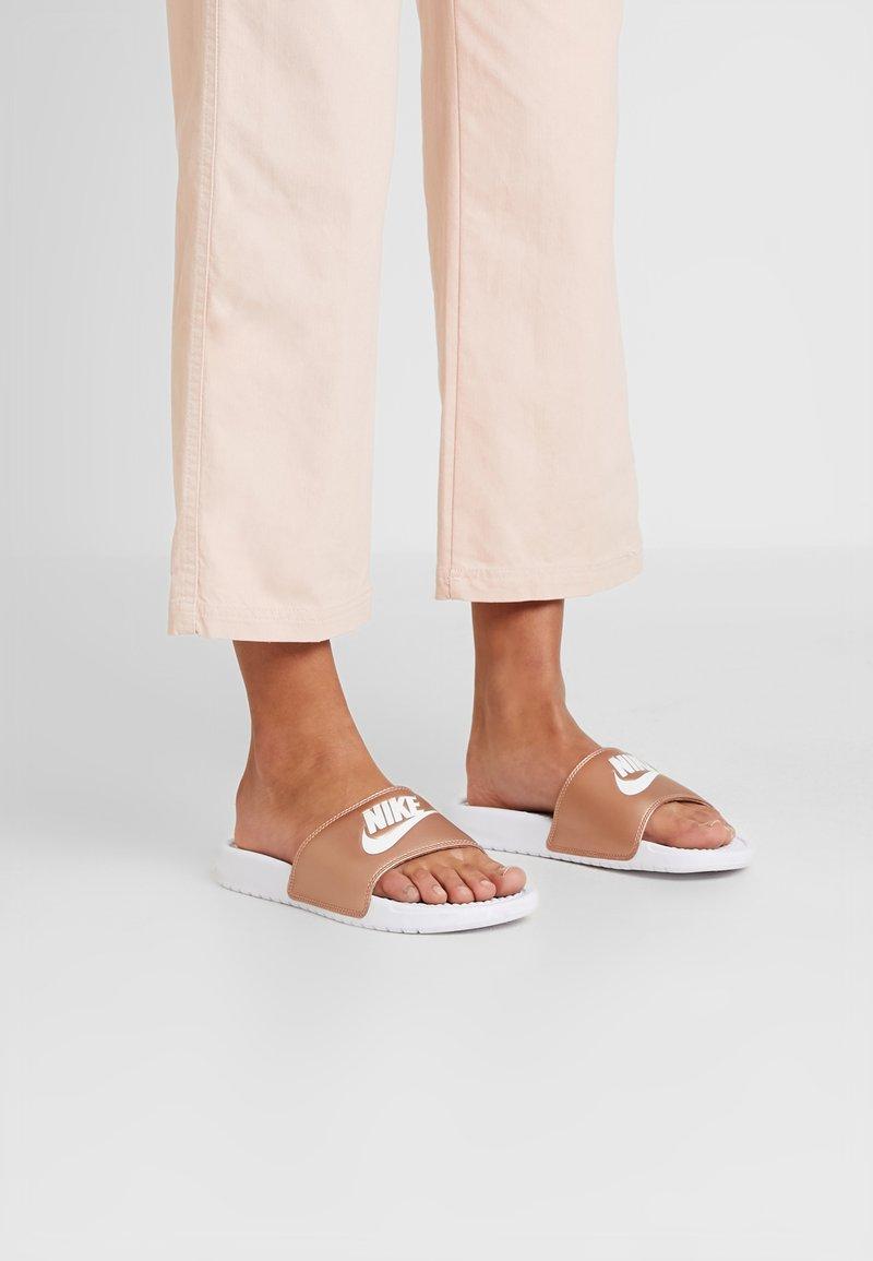 Nike Sportswear - BENASSI JUST DO IT - Pool slides - white/metallic red bronze