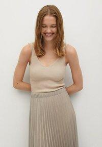 Mango - MIT METALLIC-EFFEKT - A-line skirt - beige - 4