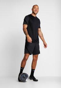 Nike Performance - DRY STRIKE SHORT - Korte broeken - black/anthracite - 1