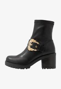 Versace Jeans Couture - Botki na platformie - nero - 1