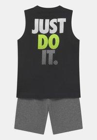 Nike Sportswear - MUSCLE SET  - Top - carbon heather - 1