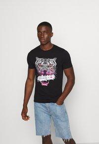 Alessandro Zavetti - SAVAGE TEE - Print T-shirt - black - 0