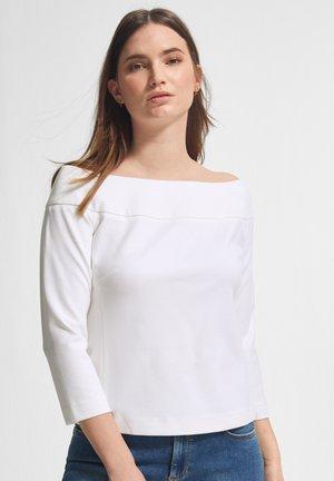 MIT CARMENAUSSCHNITT - Long sleeved top - white