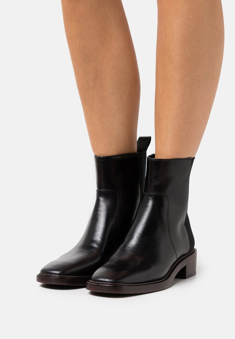 Tory Burch - CHELSEA BOOT - Classic ankle boots - perfect black