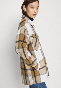 ONLY - ONLELLENE VALDA CHACKET - Summer jacket - bone brown/black - 4
