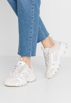 TRAIL  - Trainers - rosewater
