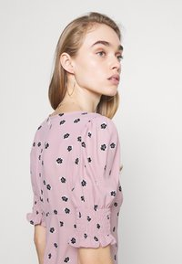 Glamorous - BUTTON FRONT MINI DRESSES WITH PUFF SLEEVES SMOCKED CUFFS - Skjortekjole - pink - 4