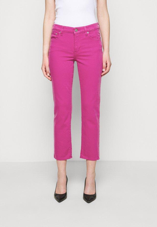 PANT - Straight leg jeans - fuchsia wash