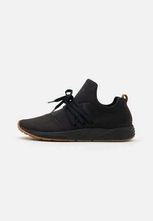 RAVEN UNISEX - Trainers - black/brown