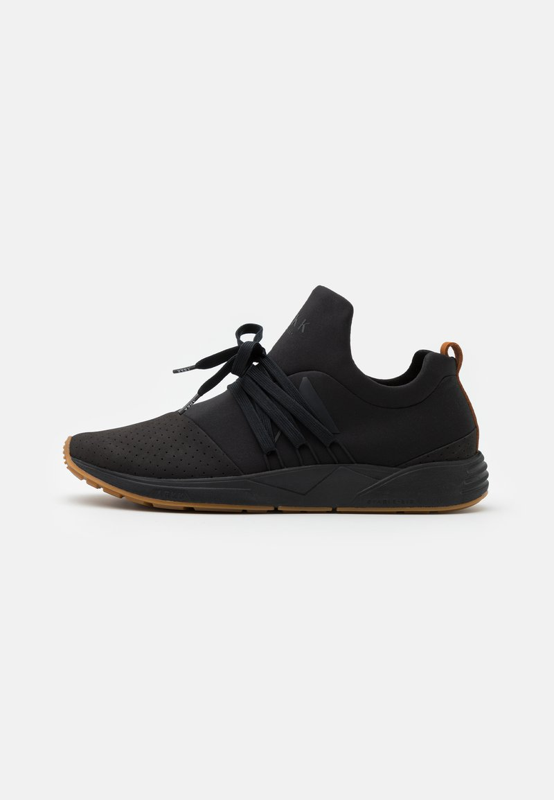 ARKK Copenhagen - RAVEN UNISEX - Trainers - black/brown