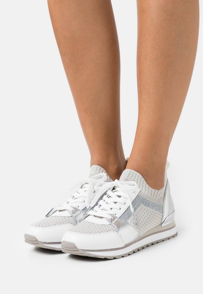MICHAEL Michael Kors - BILLIE TRAINER - Sneakers laag - aluminum