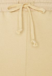 PIECES Tall - PCLYN - Shorts - almond buff - 2