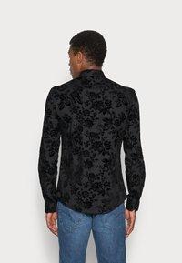 Twisted Tailor - ARMADA SHIRT - Camicia - black - 2