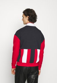 Karl Kani - SIGNATURE BLOCK TROYER UNISEX - Sweatshirt - red - 2