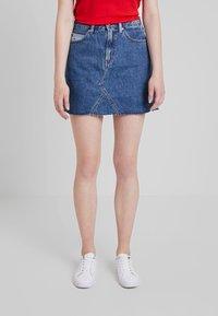 Tommy Jeans - SHORT SKIRT - A-linjainen hame - dark-blue denim - 0