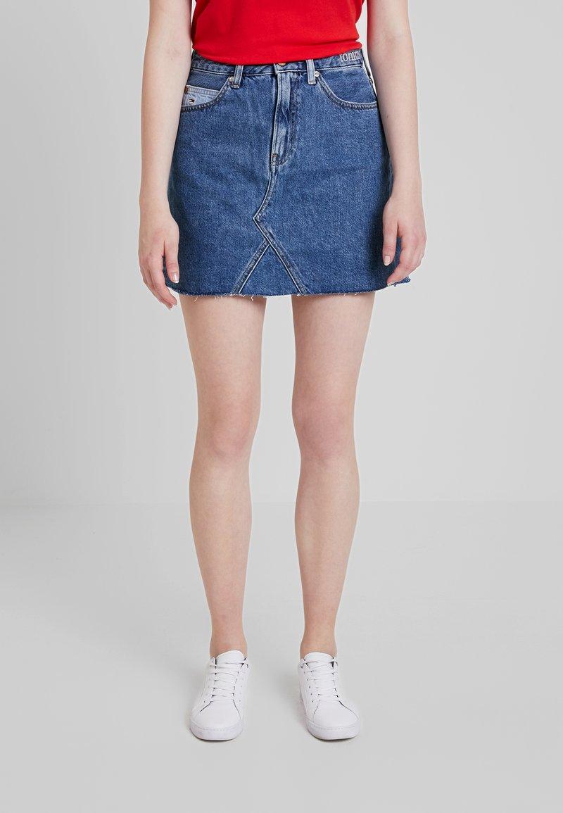 Tommy Jeans - SHORT SKIRT - A-linjainen hame - dark-blue denim